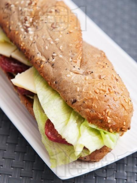 Лесен сандвич с луканка - снимка на рецептата